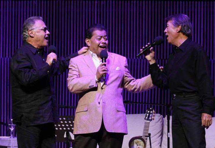 Este lunes falleció en la Ciudad de México el compositor  Jorge Massías (centro), autor de las canciones que se volvieron éxitos como 'Nube viajera', 'Loco' y 'Con la misma piedra'. (Notimex)