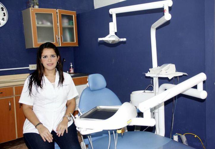La doctora Alicia Corrales en su consultorio ubicado en la colonia Buenavista, en Mérida. (Juan Carlos Albornoz/SIPSE)