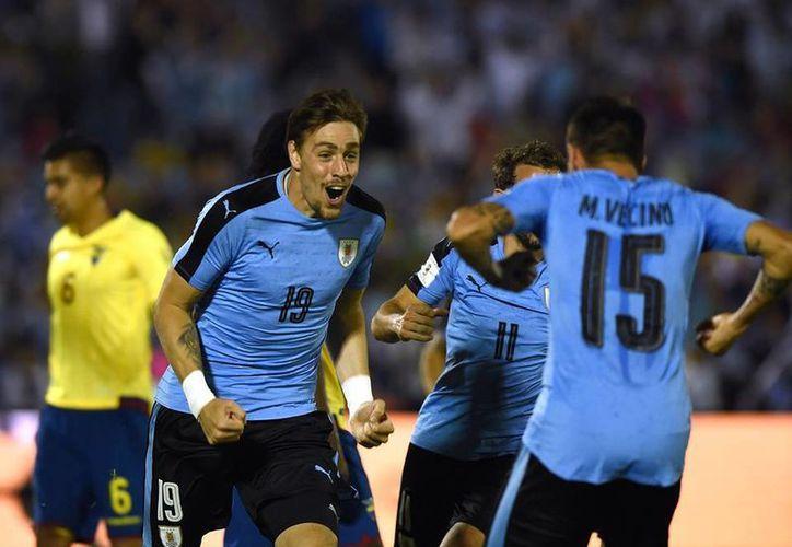 Los charrúas aprovecharon la condición de local para agenciarse una nueva victoria en las eliminatorias de Conmebol rumbo al mundial del 2018. (Facebook/ Conmebol)