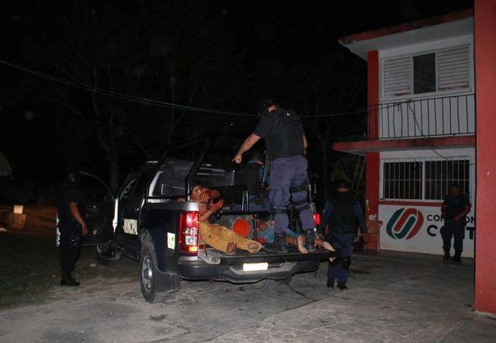 Los detenidos fueron conducidos a los separos y puestos a disposición de las autoridades. (Manuel Salazar/SIPSE)