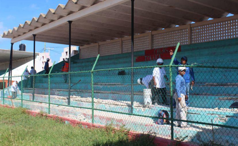 """Inician los trabajos de remodelación del histórico campo de futbol """"20 de Noviembre"""". (Novedades Yucatán)"""
