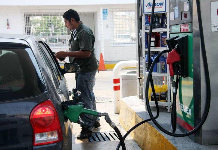 En enero de 2014 se esperan dos incrementos en los combustibles. (Milenio Novedades)