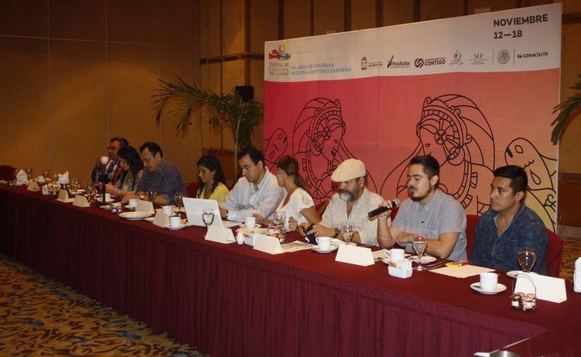 Los organizadores durante la presentación del festival. (Israel Leal/SIPSE)