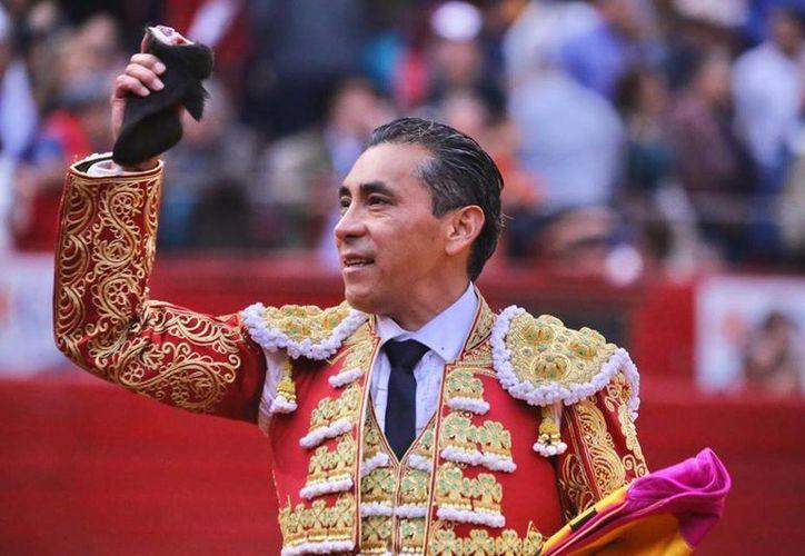 'El Zotoluco' recibió una emotiva despedida por parte de la afición de la Plaza México. (Facebook)