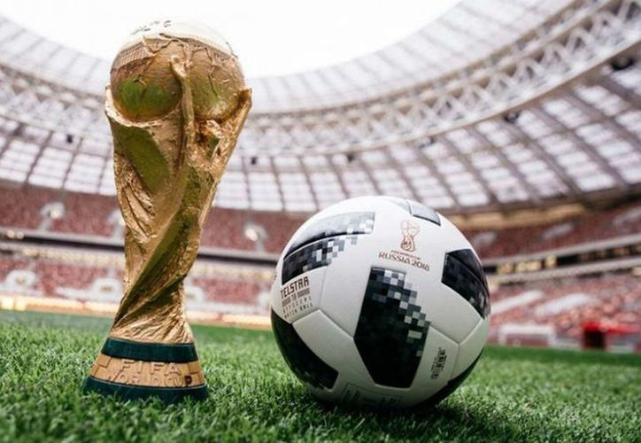 También llevarán al espacio a la mascota oficial de la Copa del Mundo: el lobo Zabivaka. (FIFA)