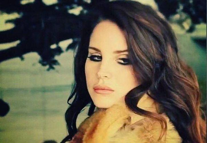 """En junio pasado, Lana del Rey lanzó a la venta su tercer disco de estudio """"Ultraviolence"""", cuyo sencillo """"West coast"""" debutó en el número 17 de Billboard Hot 100. (Facebook/Lana del Rey)"""