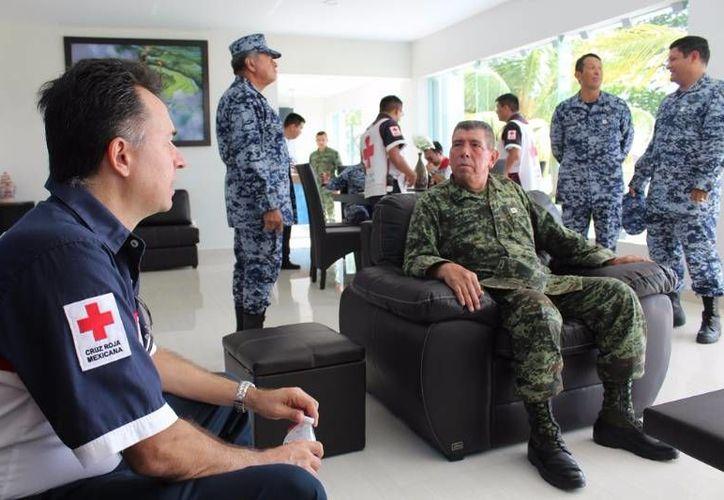La Cruz Roja, delegación Cozumel, recibió ayer un donativo de la Sedena. (Irving Canul/SIPSE)