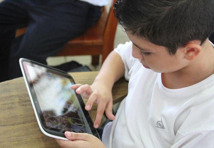 Durante el ciclo escolar 2015-2016 tuvieron cerca de 100 reemplazos de tabletas. (Paloma Wong/SIPSE)