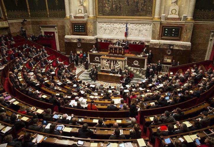 Vista general del pleno de la Asamblea Nacional francesa en París, Francia, el cual aprobó la sedación terminal. EFE