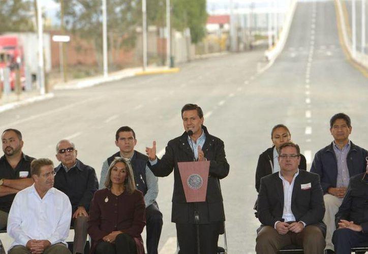 Peña Nieto inauguró este miércoles los trabajos de ampliación del Anillo Periférico de San Luis Potosí. (Presidencia)