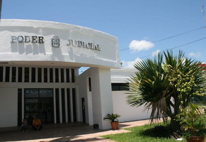 El mismo procedimiento se llevo a cabo con los dos detenidos. (Jorge Carrillo/SIPSE)