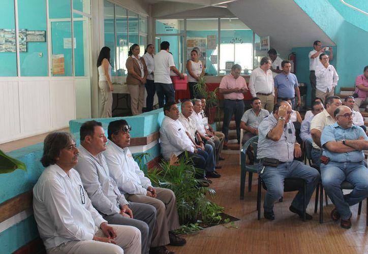 Los docentes del Sindicato Nacional de Trabajadores de la Educación participaron en la reunión. (Joel Zamora/SIPSE)