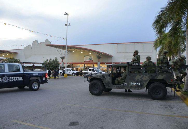 dos hombres a punto de pistola sorprendieron a empleados de una joyería ubicada dentro la tienda de autoservicio Soriana de la Avenida Puerto Juárez (Talleres) de la Supermanzana 200. (Redacción/SIPSE)