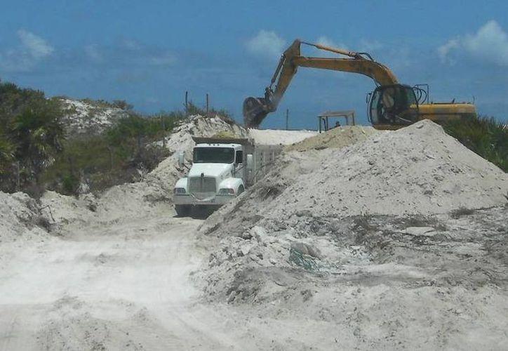 El banco de arena realizaba trabajos de desazolve ilegal de material pétreo. (Foto de contexto Archivo SIPSE)