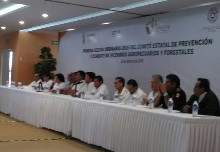 Esta mañana arrancó la temporada de quemas con la primera sesión ordinaria 2016 del Comité estatal de prevención y combate de incendios agropecuarios y forestales. (Ana Hernández/SIPSE)