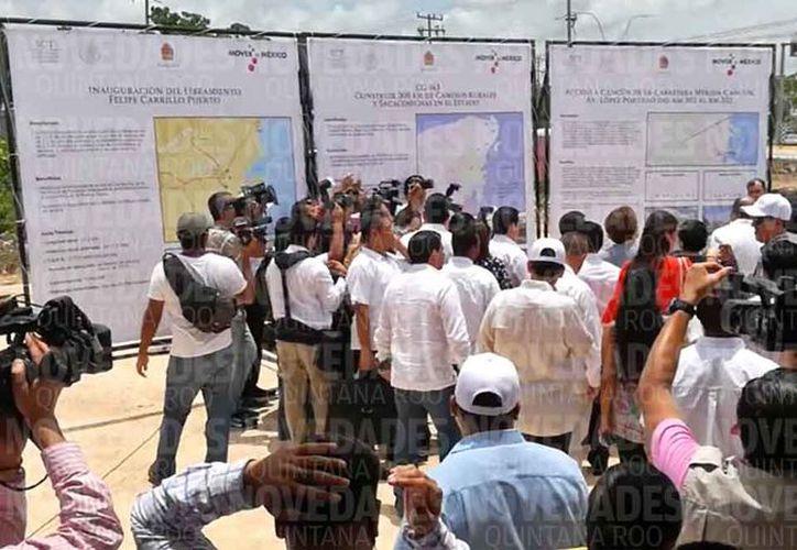 La entrega de obras fue a escasos metros del filtro policiaco de la avenida José López Portillo. (Jesús Tijerina/SIPSE)