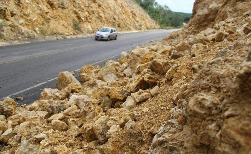 A simple vista se puede observar que las rocas superan las dos toneladas, indicó la Sociedad de Socorristas. (Carlos Castillo/SIPSE)