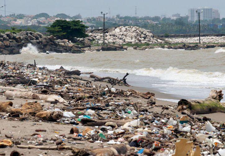 Una playa de Santo Domingo sorprende por el nivel de contaminación que tiene. (Reuters)