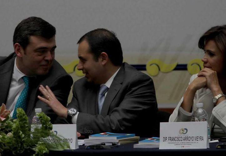 El legislador mexicano Ernesto Cordero (c), participante en la XIII Reunión Interparlamentaria México-España, también estuvo en la XV Reunión Parlamentaria México-Unión Europea (foto) realizada en mayo. (Notimex)