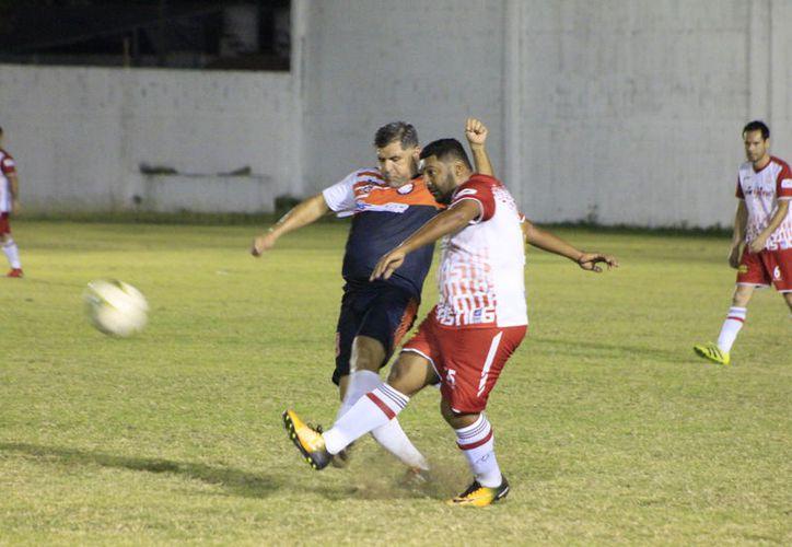 Notaría 43-Tostimaya y Servicios Chetumal también consiguieron sumar puntos en esta segunda fecha del torneo de la Liga Máster. (Miguel Maldonado/SIPSE)