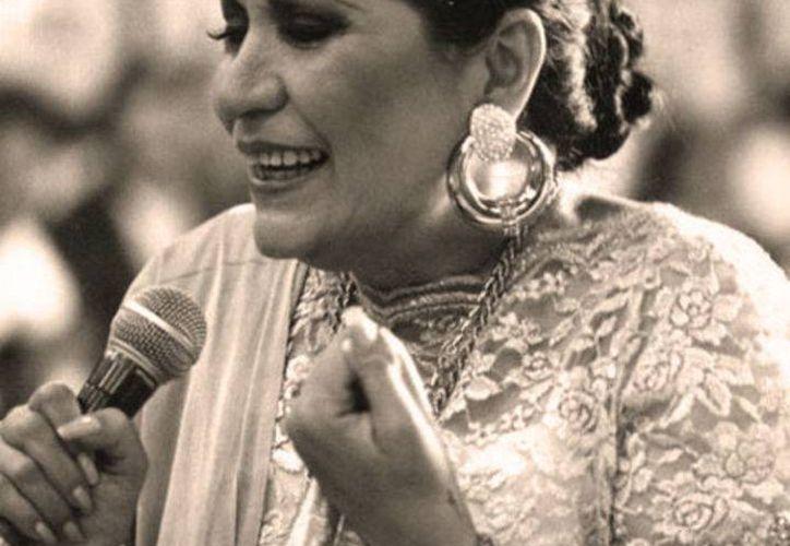 María Elena Leal, hija de la fallecida cantante Lola Beltrán, considerada la máxima exponente de música vernácula mexicana, dijo que no quitará el dedo del renglón para llevar la vida de su madre a la pantalla (siempre.com.mx)