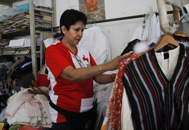 Los costos van desde un peso hasta 40 pesos, dependiendo del artículo o la prenda. (Yajahira Valtierra/SIPSE)