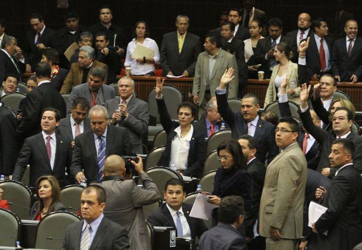 Diputados del PRD llaman a la Auditoría Superior la revisión de las deudas estatales. (Notimex)