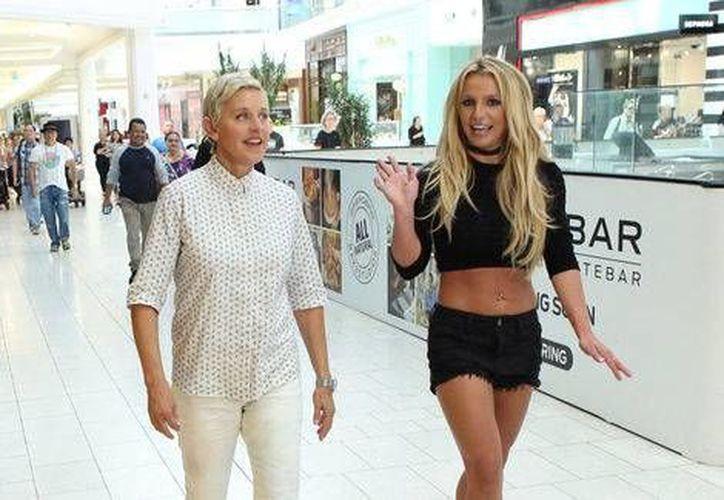 Spears y DeGeneres sorprendieron con su divertida visita a un centro comercial (Captura de pantalla)
