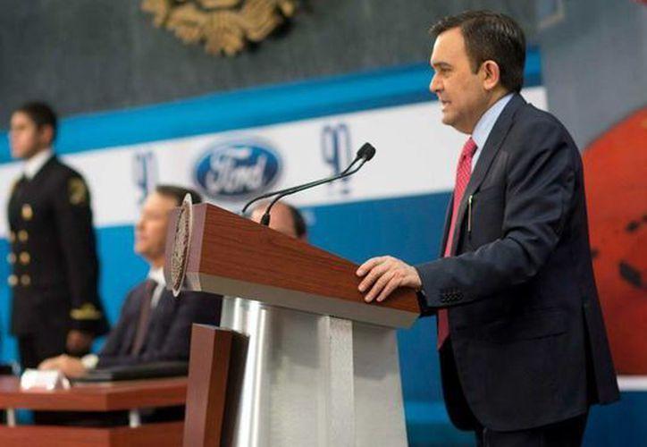 El titular de la SE dijo que la inversión de la Ford en México fortalecerá la cadena de valor del sector. (Facebook/Enrique Peña Nieto)