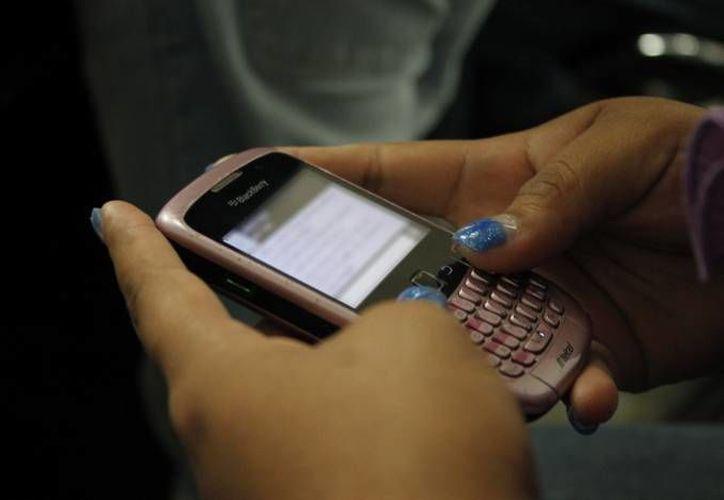 La mayoría de las extorsiones son por vía telefónica. (Eric Galindo/SIPSE)
