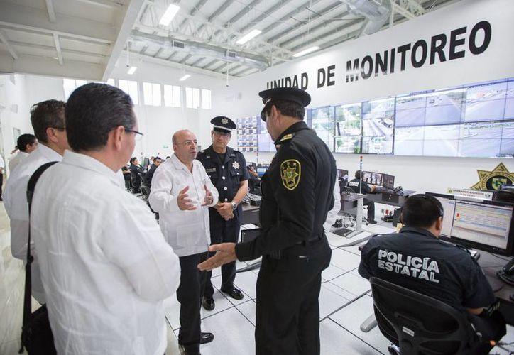 El Comisionado Nacional de Seguridad, Renato Sales, estuvo este sábado en la Umipol de la SSP. (Fotos cortesía del Gobierno de Yucatán)