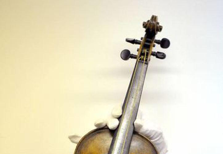 El violín ya no puede ser tocado. (Agencias)
