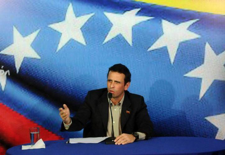 Capriles fue el último de seis candidatos presidenciales en inscribirse. (EFE)