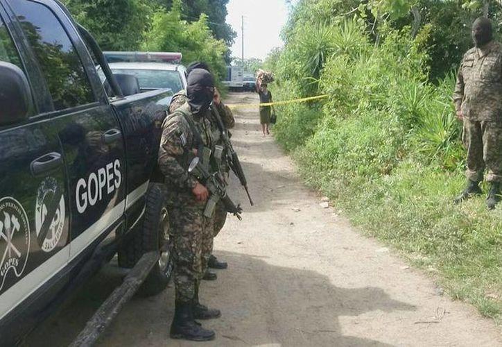 Los pandilleros escaparon de las autoridades e ingresaron por la fuerza en una vivienda, donde se registró el intercambio de disparos. (elsalvador.com)