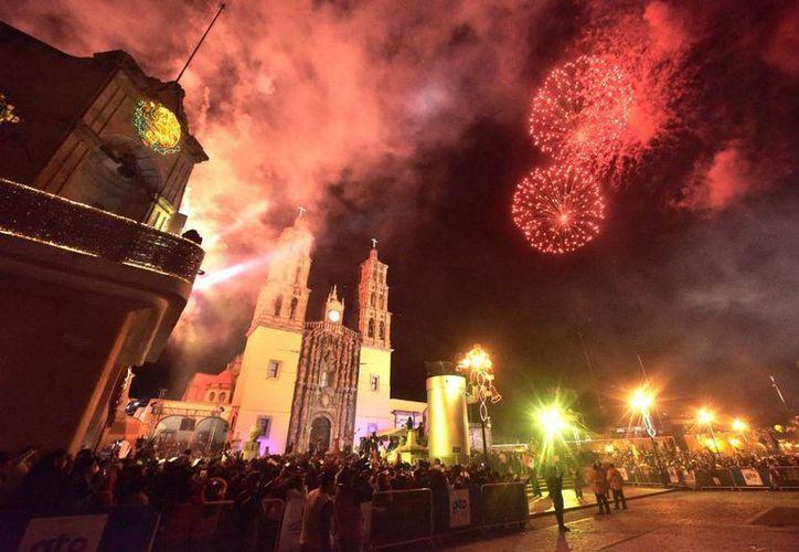 La ceremonia del Grito se efectuó en todo México (en la foto, los festejos en Pachuca) pero en Michoacán se vio opacada por el recuerdo de los granadazos que cobraron varias vidas hace años. (Notimex/Foto de contexto)