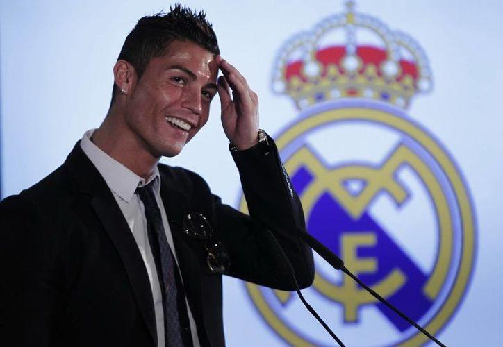 Cristiano Ronaldo es mencionado como el gran favorito al Balón de oro, seguido de cerca por el reciente ganador de la Bota de Oro, el argentino Lionel Messi. (Archivo Notimex)