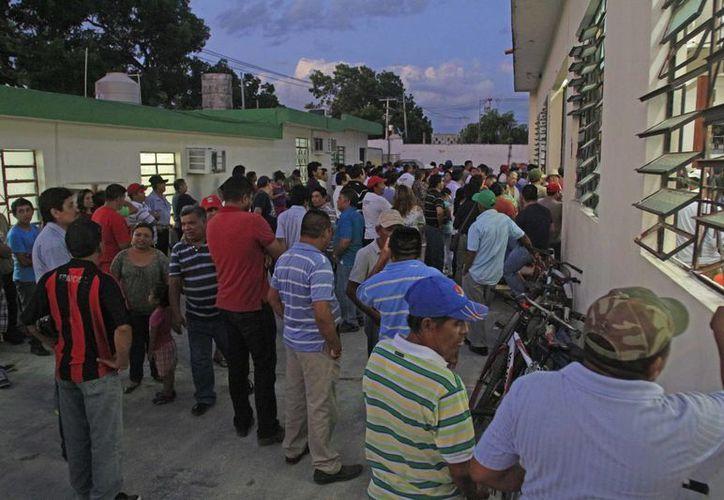 Sindicalizados de Othón P. Blanco reclaman bienes y desvío de dinero sindical; la Comisión de Justicia dará fallo en un mes. (Harold Alcocer/SIPSE)