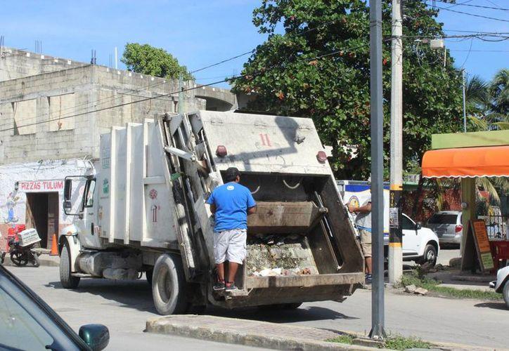 Los lunes es cuando las Los lunes son los días que las colonias se limpian de la basura que se acumula. (Foto: Sara Cauich/SIPSE)
