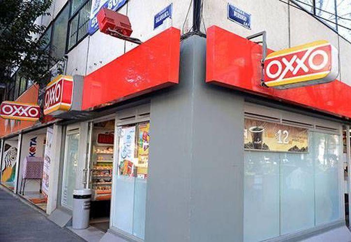 A partir de este año Oxxo abrirá cuentas de ahorro, vía la tarjeta de débito Saldazo, en la que participan Banamex y Visa. (elfinanciero.com)