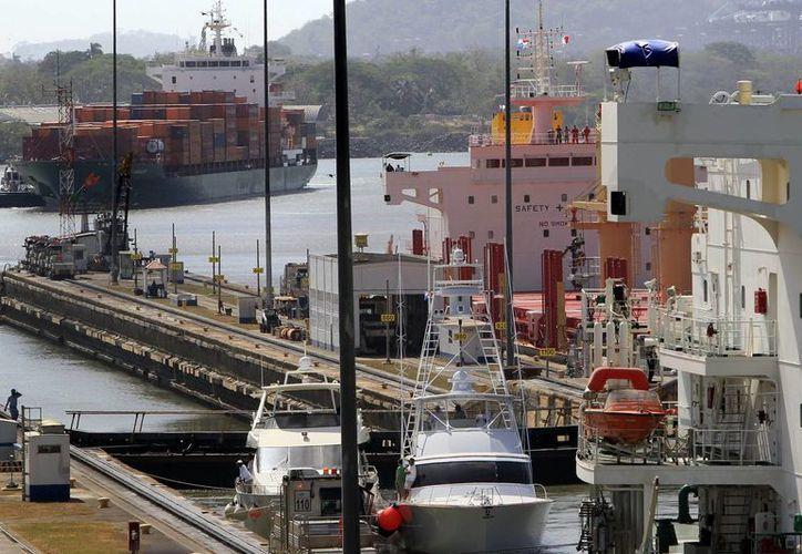 Por el Canal de Panamá pasa el 6% del comercio marítimo de todo el mundo. (EFE/Archivo)