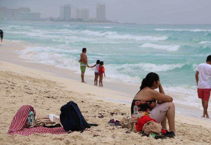 Los visitantes disfrutaron de las playas de este destino. (Miguel Ángel Ortiz/SIPSE)