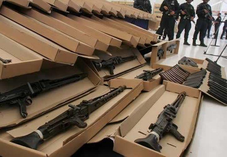 A menudo, armas son enviadas con falsos datos para evitar sospechas de la aduana. (CNN)