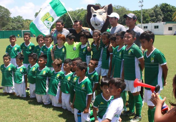 León se adjudicó el título de la Liga Infantil de fútbol del Sindicato de Taxistas. (Ángel Villegas/SIPSE)