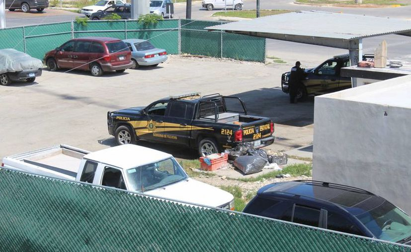 Aparentemente las siete personas arrestadas a bordo de dos vehículos este martes por la SSP en el Periférico, gracias a una denuncia ciudadana, buscaban establecerse en Yucatán para mantener un bajo perfil. (Fotos: SIPSE)
