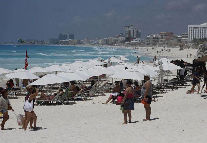 Predomina el turismo nacional en las playas. (Israel Leal/SIPSE)
