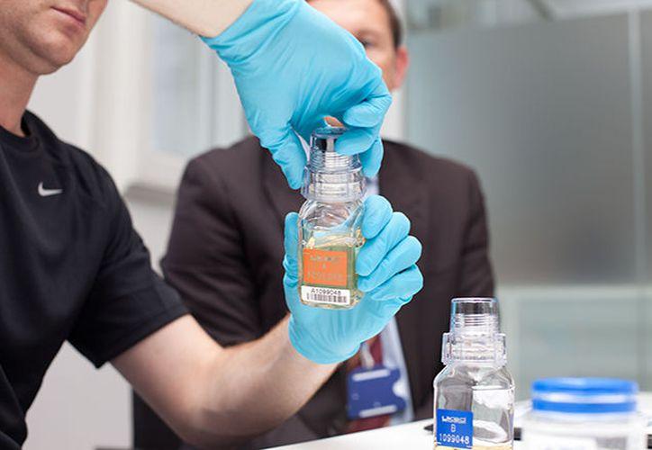 Agentes rusos lograron abrir los frascos, supuestamente 'inviolables'. (Ukad.org.uk)