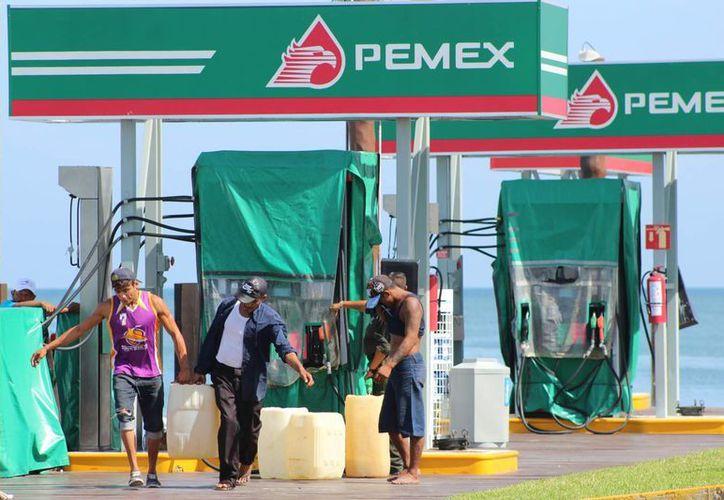 Las gasolineras son de los negocios de Progreso más beneficiados con la temporada vacacional. (Milenio Novedades)