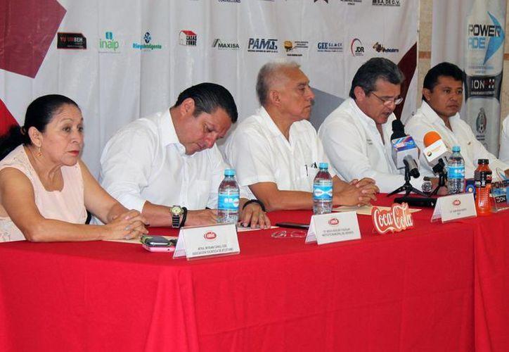 La carrera del ingeniero cumple 22 años de realizarse. En la foto:Los organizadores informaron sobre la carrera atlética en una conferencia de prensa. (Sipse)