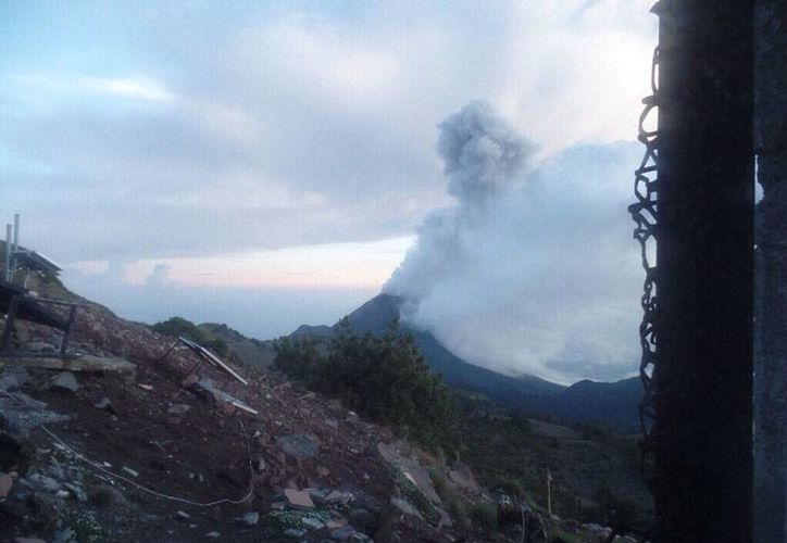 El Volcán de Colima emitió una fumarola de más de 2,000 metros de altura. (Archivo/NTX)