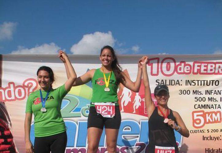 En la rama femenil, Isabela Lockie se llevó el primer lugar, registrando un tiempo de 21 minutos y dos segundos, el segundo fue para Ana Guerrero y en el tercero, Lizet Díaz. (Raúl Caballero/SIPSE)